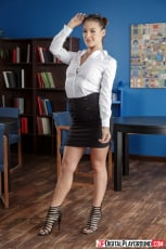 Britney Amber - Licking the Librarian | Picture (1)